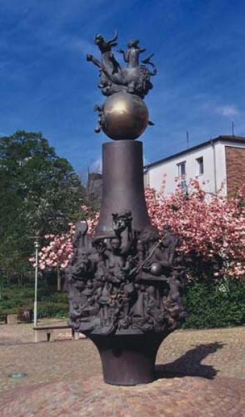 Bronzeskulptur Robert Enders, Sulingen  (Höhe 420 cm), Bronzeguss nach dem Wachsausschmelzverfahren, Wachsausschmelzverfahren in Kombination mit Sandguss